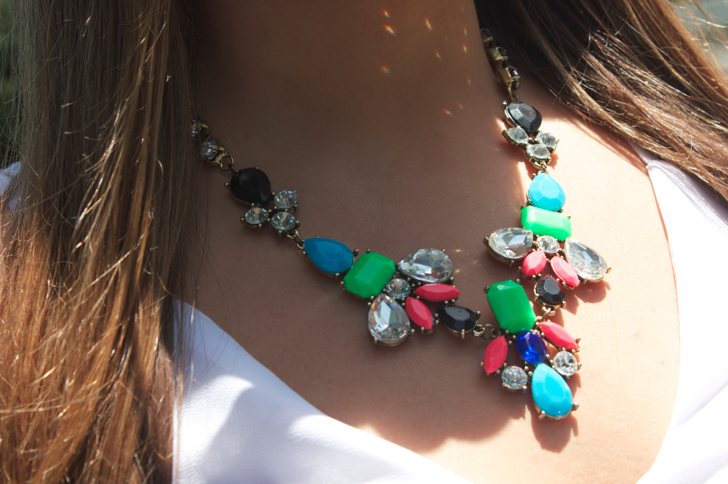 fashion style missyonmadison bling blogger fashionblog statementnecklace colorfulnecklace jewels jewelry