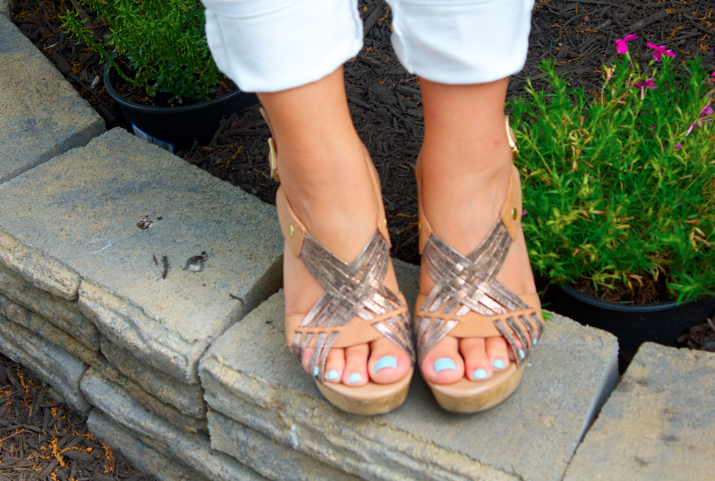 missyonmadison shop style blog blogger fashionblog shoes wedges nudewedges metallicwedges stevemadden feet pedicure essie