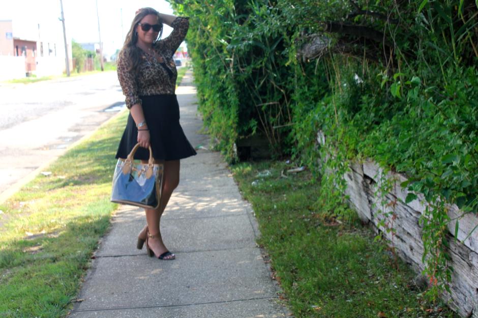 missyonmadison blog blogger fashionblog fashionblogger leopardtop leopardbuttondownshirt oldnavyblocksandals oldnavy dominieluxury blackscubaskirt blackskirt jellytote leatherjellytote