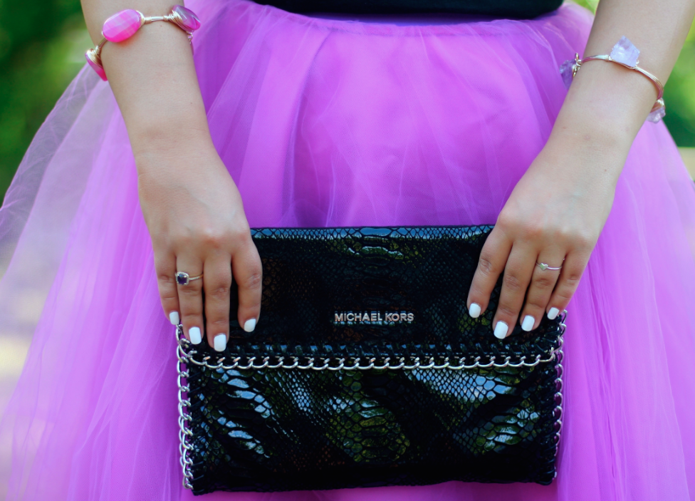 missyonmadison jadore carriebradshaw michaelkors pinkpumps pinktulleskirt tulleskirt jadoretshirt oldnavy mk michealkorspinkpumps snakeskinclutch fashionblog fashionblogger satc sexandthecity