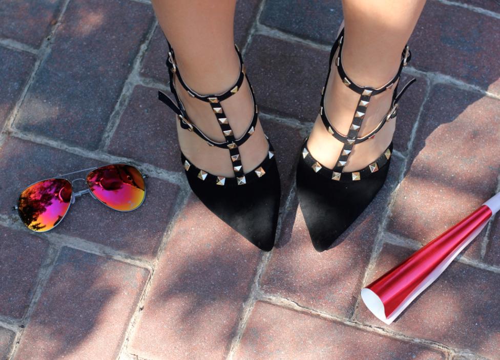 missyonmadison valentinorockstudpumps rockstudpumps shoelover shoes dsw shoelovers nationalshoesloversday shoefie selfie instagram party