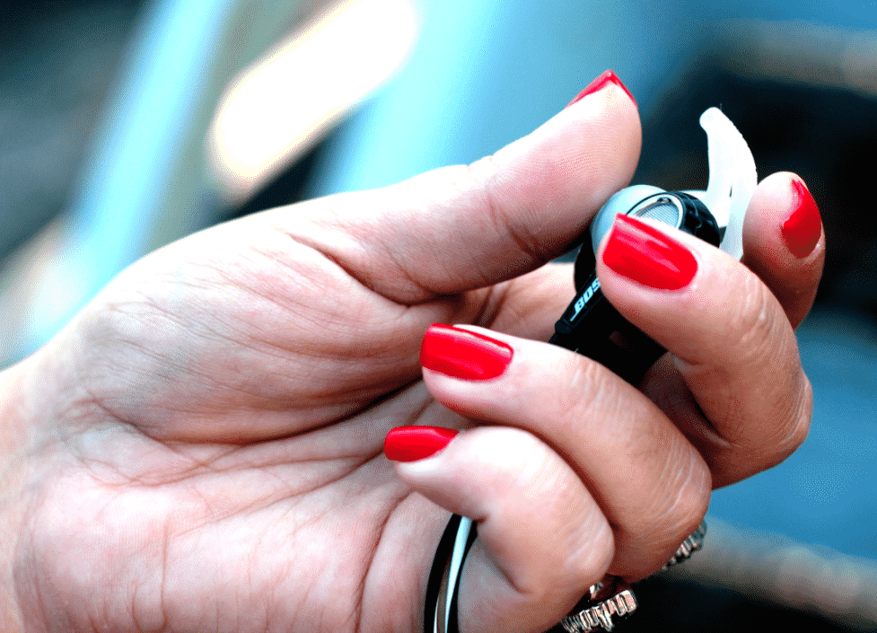 missyonmadison fashion fashionblogger techgifts gifts boseheadphones bose holidaygiftguide holidayshopping shopping onlineshopping rednails redmanicure jewelry