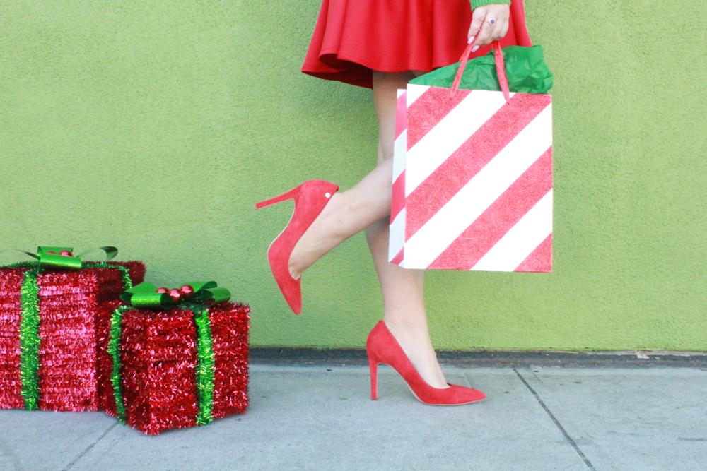 missyonmadison, missyonmadison blog, la blogger, missyonmadison instagram, melissa tierney, melissa tierney instagram, melissa tierney blog, how to style a christmas sweater, ugly christmas sweater, how to style a holiday sweater, styling a sweater for the holidays, christmas sweater guide, red pumps, red skater skirt, holiday style, holiday style guide,